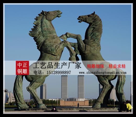 标志性铜马雕塑