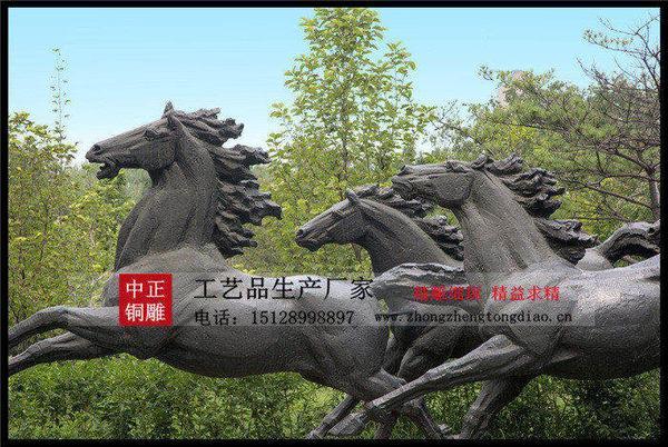铸铜马塑像