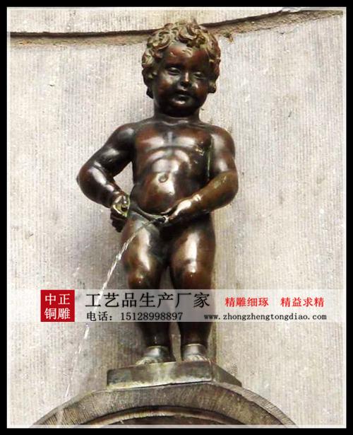 廣場正中心造了一個撒尿小孩雕塑來紀念他的英勇事迹