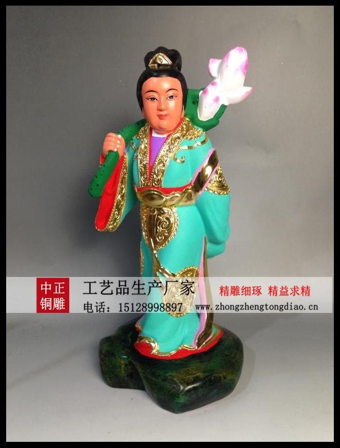 何仙姑,唐廣州增城何泰之女。相傳年十四五夢神人教食雲母粉,身輕不死。景龍中白日飛升。世謂之何仙姑,俗傳爲八仙之一。