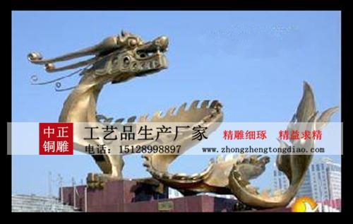 龍是至高無上的權力的象征,被華夏先民視爲吉祥、奉爲神物,