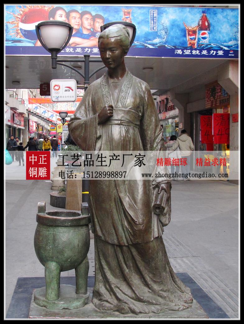"""李清照是中國文學史上最偉大的一位女詞人"""",有""""千古第一才女""""之美譽。"""