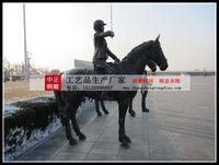 廣場人物騎馬雕塑