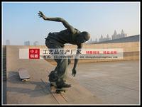 公園人物滑板車雕塑