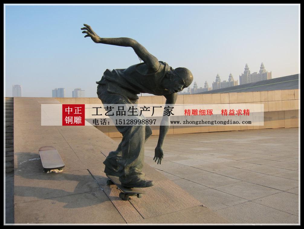 今天在五塔寺(北京石刻藝術博物館)發現,明代的雕塑有類似人物滑板的圖案。
