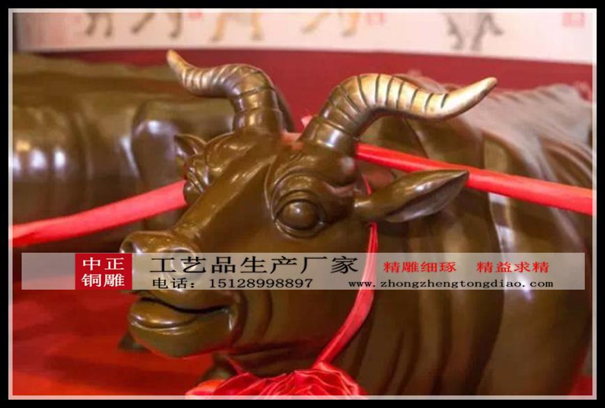 """銅制的五牛寓意""""五福臨門"""",是""""長壽"""",""""富貴"""",""""康甯"""",""""好德"""",""""善成"""",是傳承國家非物質文化遺産百年傳統工藝的匠心之作"""